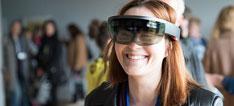 Frau mit 3-D-Brille lacht in die Kamera: Erasmus+-Projekt demonstriert Einsatzmöglichkeiten von Augemented Reality in der Ausbildung