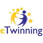 Logo eTwinning mit Text und Grafik der Zwillinge