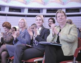 EU-Bildungskommissarin Vassiliou, Bundesbildungsministerin Wanka, Bundesjugendministerin Schwesig und die Präsidentin der Kultusministerkonferenz Löhrmann
